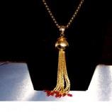Gargantilla de oro y coral.